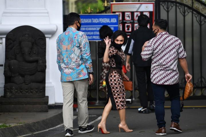 Jokowi Minta Bantuan Artis dan Musisi Sosialisasikan Protokol