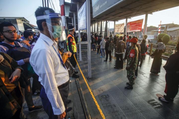 PT KCI Mewajibkan Penumpang KRL Berpakaian Lengan Panjang