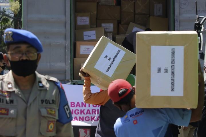 Polres Tanjung Perak dan Bhayangkari Polda Jatim Kirim Bantuan