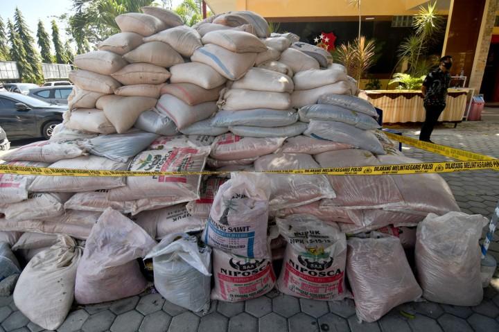 Polda Sulawesi Tengah Sita 551 Karung Pupuk Ilegal