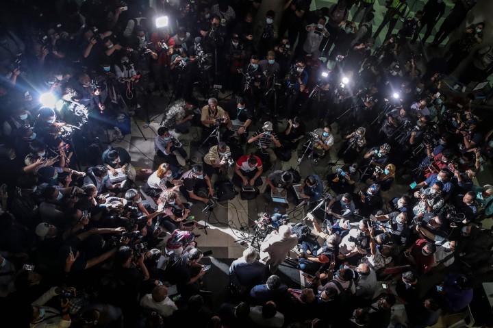 Skandal 1MDB, Eks PM Najib Razak Divonis 12 Tahun Penjara