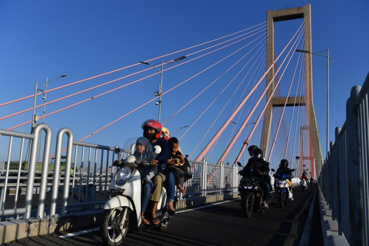 Jelang Iduladha, Jembatan Suramadu Padat Pemudik