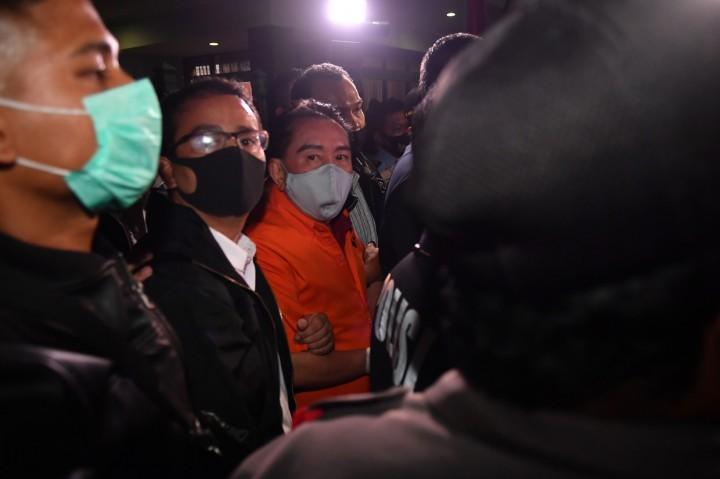 Kenakan Rompi Oranye, Djoko Tjandra Tiba di Indonesia