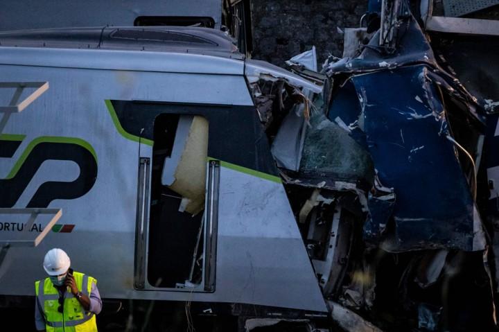Dua Tewas Dalam Tabrakan Kereta Api di Portugal