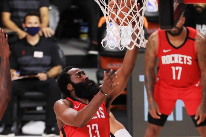 Rockets Tundukkan Mavericks 153-149