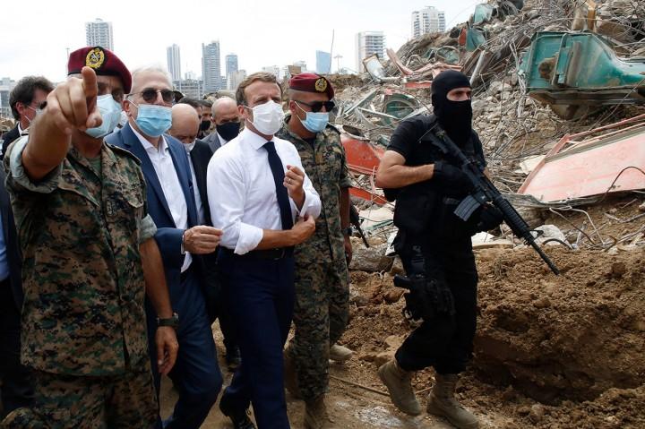 Presiden Prancis Tinjau Lokasi Ledakan di Pelabuhan Beirut