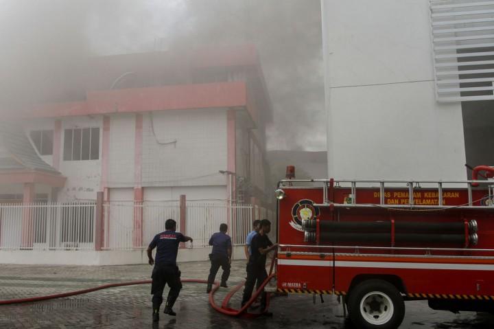 Gedung di Area Plasa Telkom Pekanbaru Terbakar