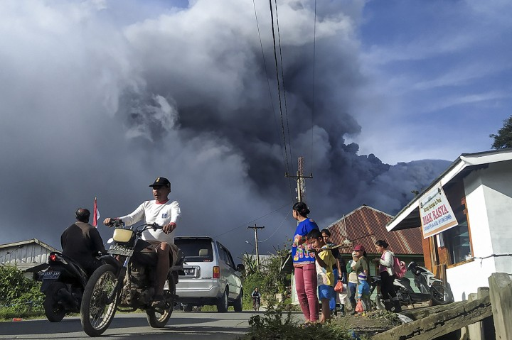 Gunung Sinabung Erupsi Lagi