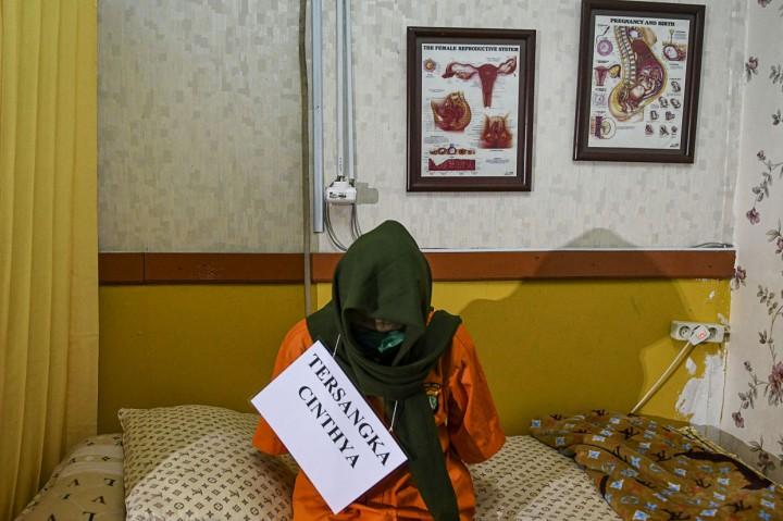 Polisi Gelar Rekonstruksi Kasus Praktik Aborsi Ilegal di Raden
