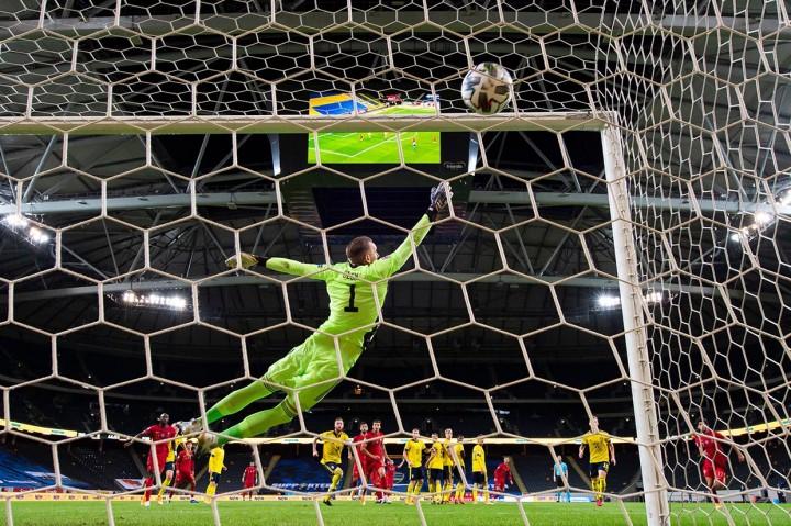 Ronaldo Bawa Portugal Tundukkan Swedia 2-0