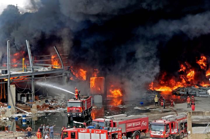 Setelah Ledakan Dahsyat, Pelabuhan Beirut Terbakar