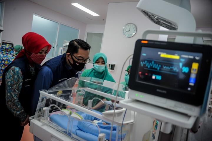 Emil Tinjau Fasilitas RS Rujukan Covid-19 di Bandung dan Depok
