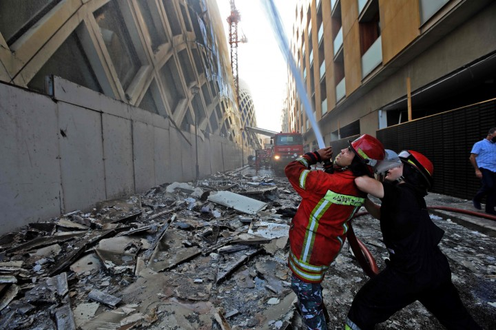 Bangunan Bersejarah di Kawasan Bisnis Beirut Terbakar