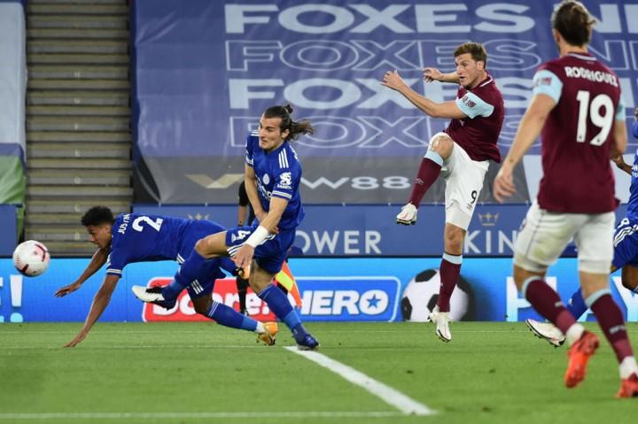 Menang 4-2 Atas Burnley, Leicester Puncaki Klasemen