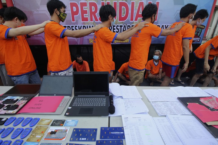 Polrestabes Surabaya Tangkap 20 Tersangka Kasus Perjudian
