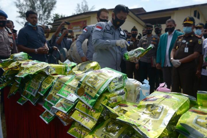 Polda Aceh Musnahkan 80 Kg Sabu dan 372 Kg Ganja