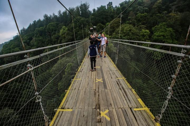 Mengunjungi Jembatan Gantung Terpanjang se-Asia Tenggara di