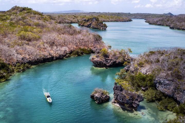 Pesona Wisata Teluk Mulut Seribu di Pulau Rote