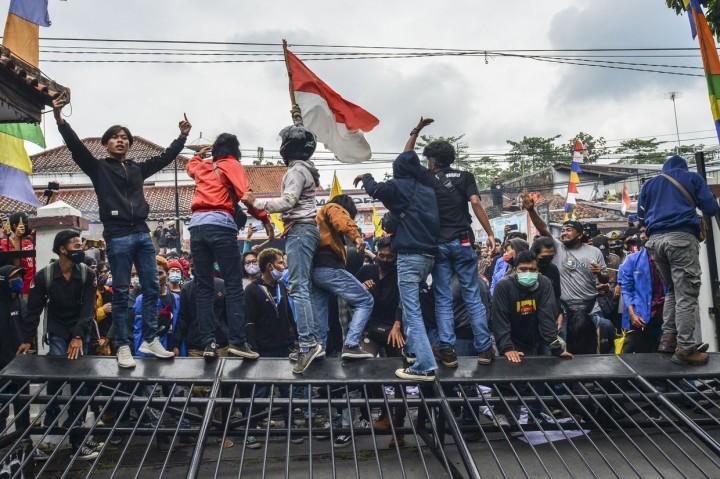 Demo Tolak UU Cipta Kerja di Tasik Ricuh