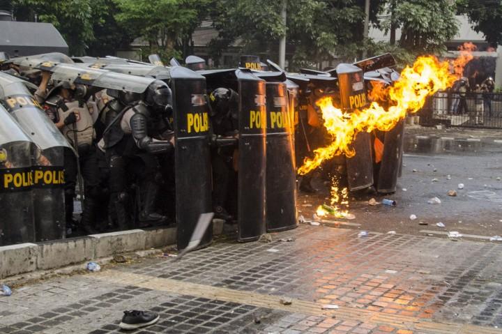 Demo di DPRD Jabar Kembali Rusuh