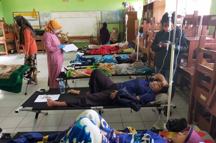 Puluhan Warga Tasikmalaya Keracunan Nasi Kuning