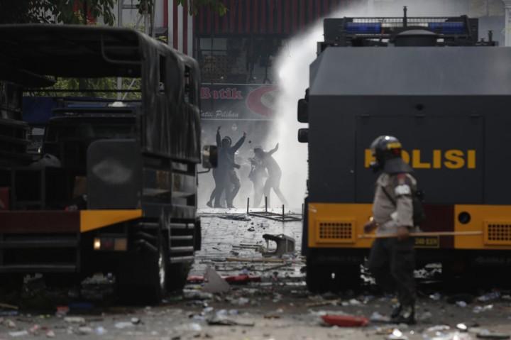 Unjuk Rasa di Depan Gedung DPRD DIY Berakhir Ricuh