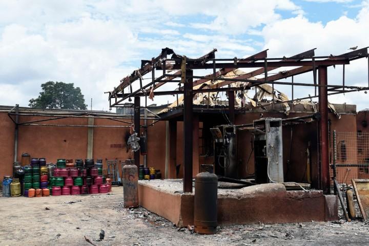 Truk Bermuatan Gas Meledak dan Terbakar, 5 Tewas