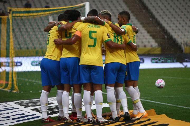 Brace Firmino Bawa Brasil Libas Bolivia 5-0
