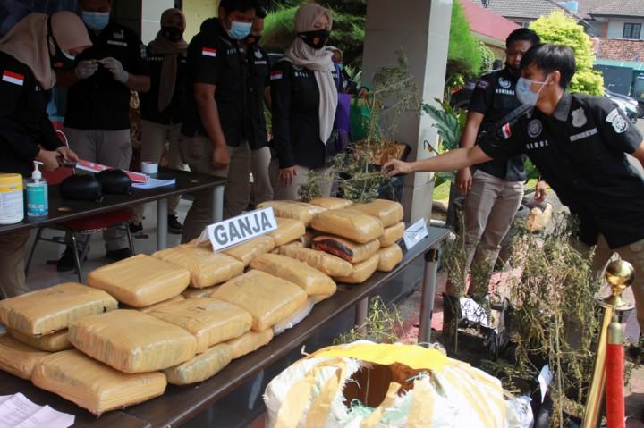 200 Kg Ganja dan 9,5 Kg Sabu Dimusnahkan Polrestro Tangerang Kota