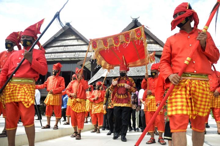 Tjahjo Kumolo Dihadiahi Keris Pusaka Kerajaan Gowa