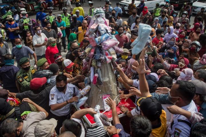 Ratusan Pedagang Boyongan ke Pasar Klewer Timur Solo
