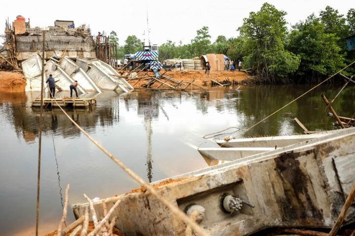 Belum Selesai Dibangun, Jembatan Senilai Rp25 M Ambruk