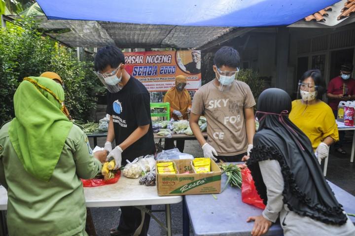 Pasar Murah di Bekasi Jual Kebutuhan Pokok Serba Rp2.000