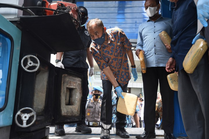 BNNP Banten Musnahkan 301 Kg Ganja