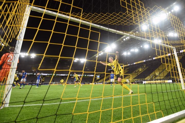Liga Jerman: Dortmund Bungkam Schalke 3-0