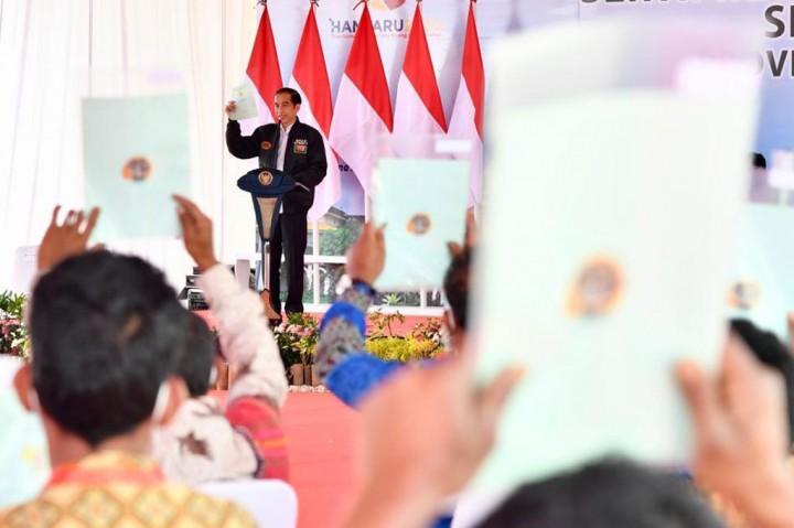 Presiden Serahkan 22.007 Sertifikat Lahan di Humbang Hasundutan