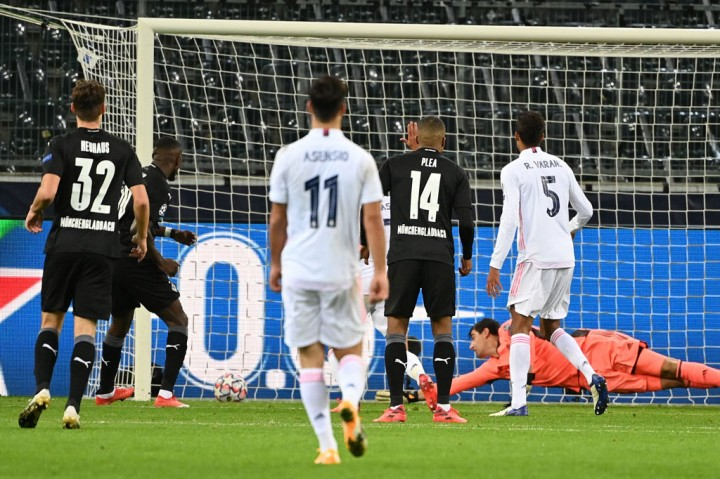 Gladbach vs Madrid: Gol Benzema dan Casemiro Selamatkan Los