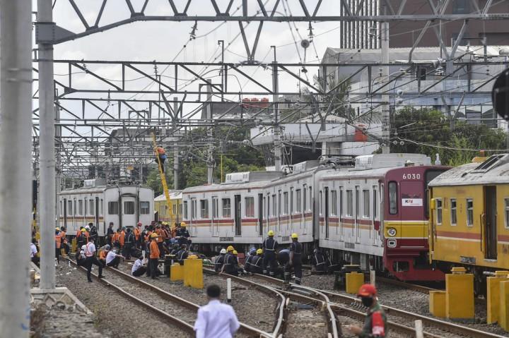 KRL Bekasi-Kota Anjlok di Kampung Bandan