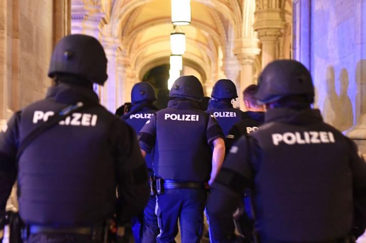 Populer Foto, Dua Orang Tewas dalam Penembakan di Wina hingga