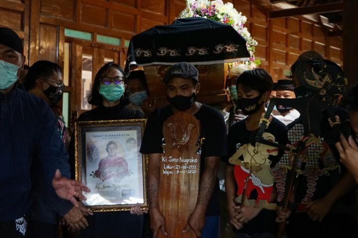 Suasana Pemakaman Dalang Ki Seno Nugroho