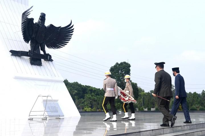 Jokowi Pimpin Ziarah Nasional di TMP Kalibata