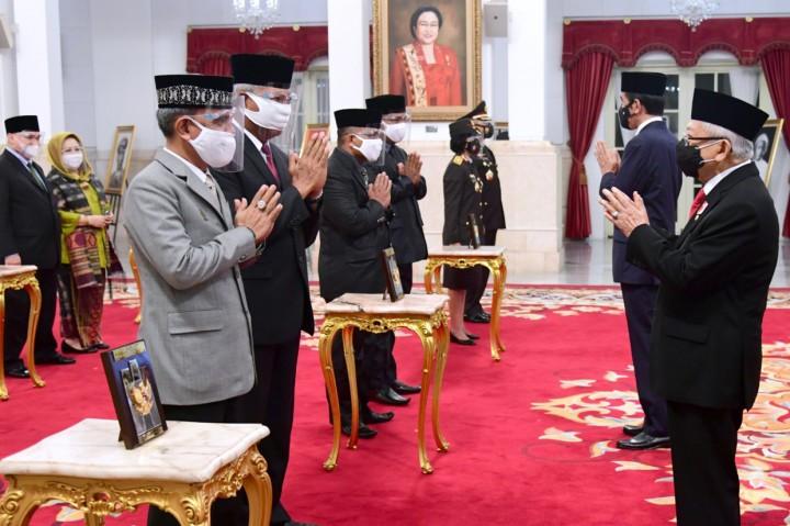 Jokowi Anugerahkan Gelar Pahlawan Nasional kepada Enam Tokoh