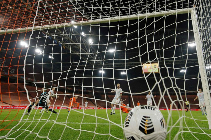 Gol Van de Beek Selamatkan Belanda dari Kekalahan