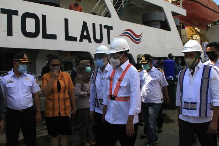 Menhub Tinjau Pengiriman Sapi dengan Kapal Tol Laut di Kupang
