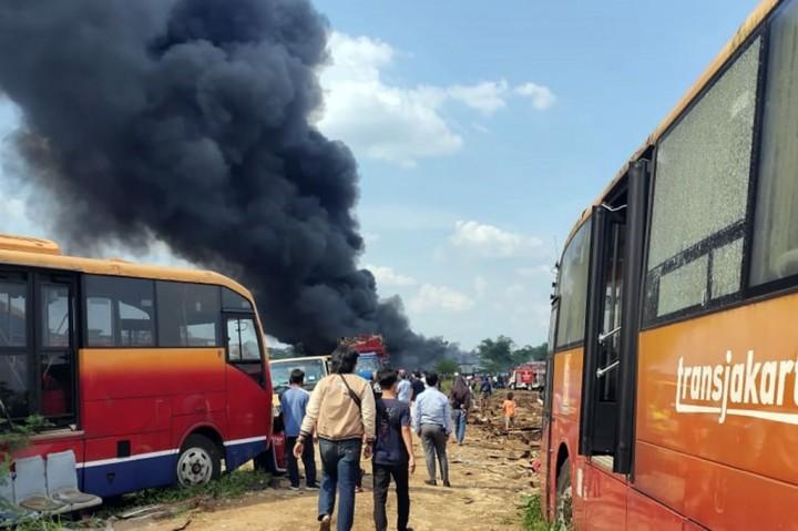 Puluhan Bus TransJakarta Bekas Hangus Terbakar