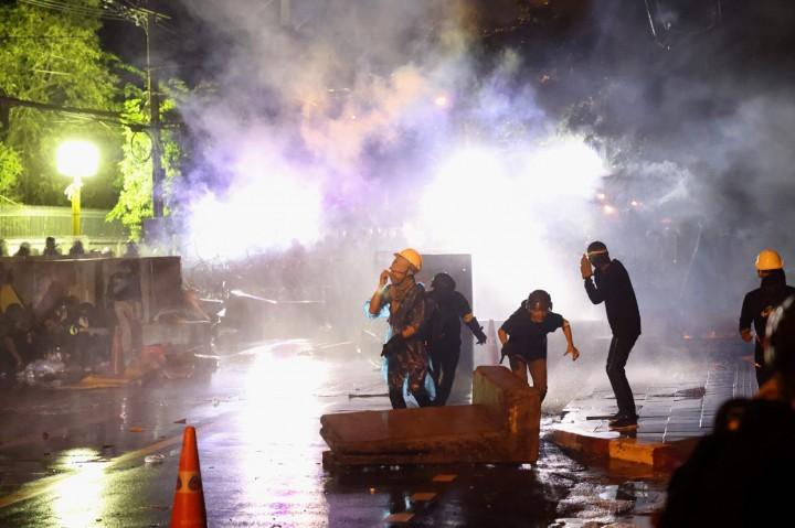 Demo Thailand Kembali Ricuh, Polisi Tembakkan Gas Air Mata