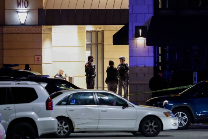 Delapan Terluka dalam Penembakan di Mal AS, Pelaku Buron
