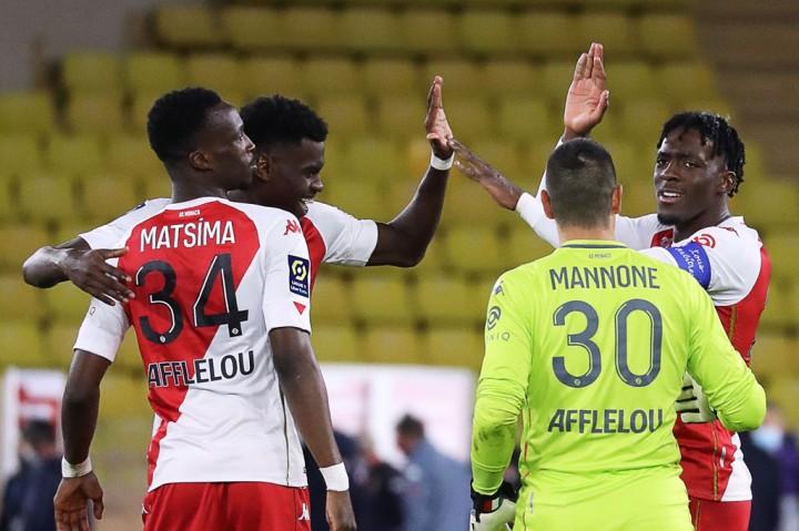 3 Foto Terpopuler: PSG Tersungkur di Markas Monaco hingga Putra