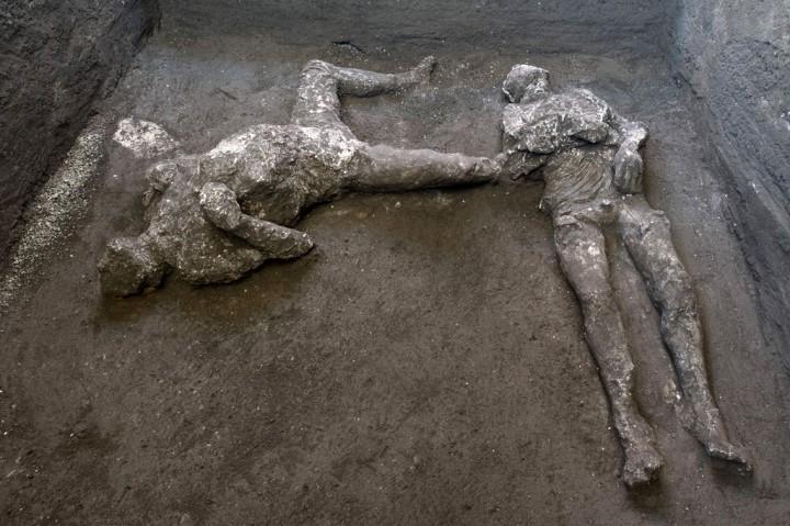 Kerangka Dua Korban Letusan Gunung 2.000 Tahun Lalu Ditemukan