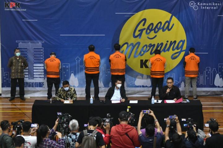 3 Foto Terpopuler: Tersangka Edhy Prabowo Jalani Pemeriksaan